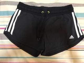 Adidas運動短褲