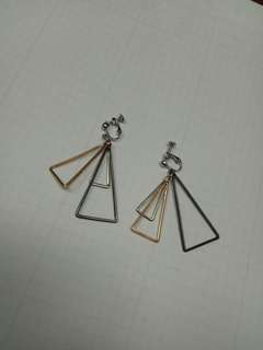 🚚 三角耳環