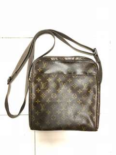 LOUIS VUITTON Monogram Trotteur Beaubourg