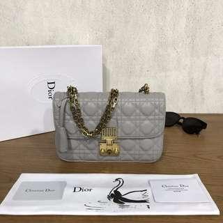 Dior 小羊皮斜挎包,