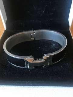 仿真愛馬仕H銀黑手額 Hermés Black Silver H Bracelet Replica
