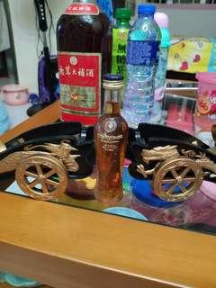 陳年拿破倫干邑酒辦龍鳳炮架一對,不連VSOP酒辦,一對不散賣,每一對出售