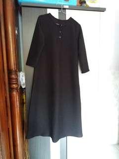 edisi lebaran udah abis .baju gamis hitam .