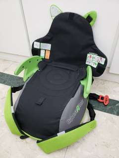 Kids portable car seat backpack.  Boostapak, convert to a backpack . Easy to carry when travelling. 8 litre storage capacity.
