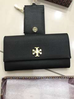 Tory Burch buyer looking