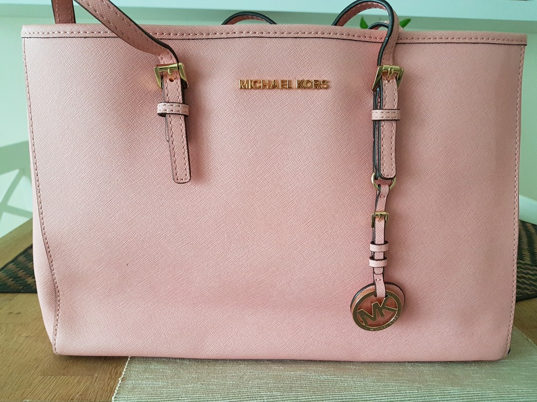 d01388b28b9b8c Michael Kors Bag baby pink, Women's Fashion, Bags & Wallets ...