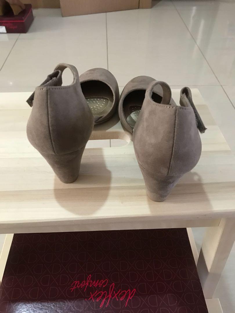 1a04f2040f0 Sepatu Payless Dexflex Joan