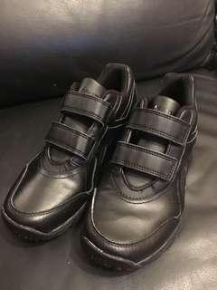 Reebok 防滑鞋