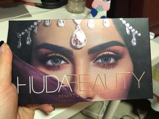 Huda Beauty Dessert Dust Palette