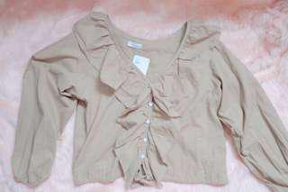 Long sleeves with ruffles infront