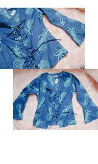 Long sleeves top with pineapple print