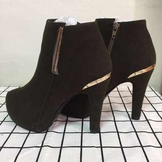 🚚 amai 全新轉賣 防水台踝靴 麂皮 Amai 跟鞋