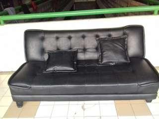 Sofa bed hitam