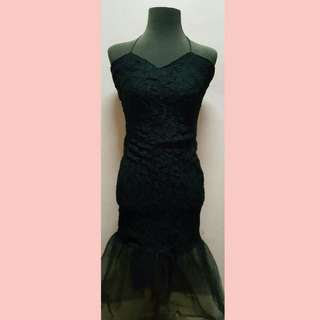 LONG BLACK RUFFLED DRESS