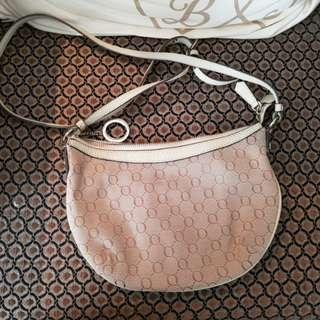 Oroton sling