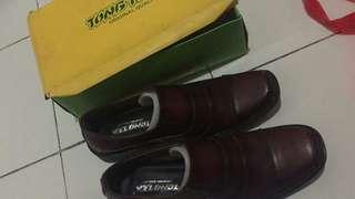 Sepatu tong tea pria