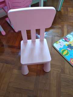 兒童椅子一張粉紅色