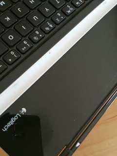 Perfect condition ipaf keyboard bwith magnetic attached side Bluetooth