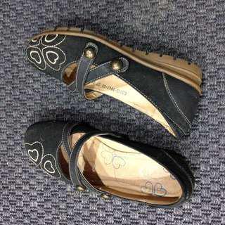 Flat full cover shoe