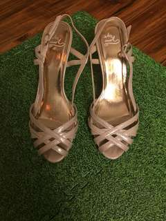 Golden sandals / size 39