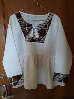blouse batik putih