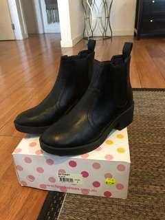 Lipstick Bethany boots