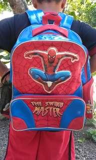 Tas sekolah spiderman
