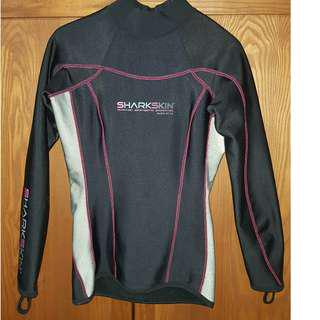 🚚 Pre Owned (used about 5 dives only) Sharkskin Chillproof Women size US 2 - Scuba Diving