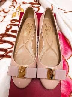 💕特價 Pale Pink🌸Salvatore Ferragamo Varina patent-leather shoes size 6C