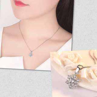[3 for $10] V133 - Elegant shinny snowflake necklaces