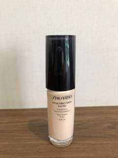 Shiseido Synchro Skin Glow Liquid Foundation
