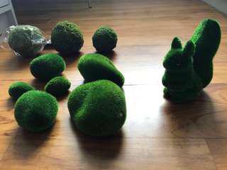 Decorative moss ball + cute squirrel (garden/forest theme)