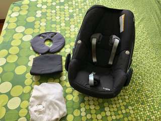 Maxi Cosi Pebble + Bugaboo Bee adaptors + seat cover