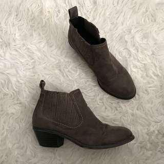 Miss shoe taupe grey brown boots size 7