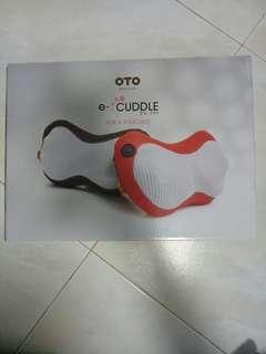 OTO e-cuddle neck and shoulder massage