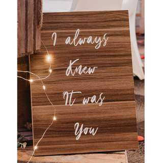 RENTAL: D186 WOODEN LOVE QUOTES BOARD