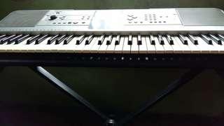 Yamaha 61 keys Keyboard w/ free stand