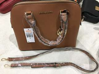 Michael Kors hand/ sling bag