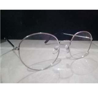 Kaca mata list putih gaya