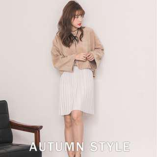 🚚 White Dress with Pleat