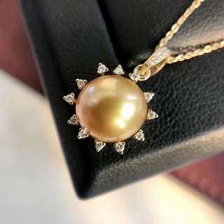 這顆是野生珠,是不是很飽滿,很濃金!18k太陽花鑲 💎