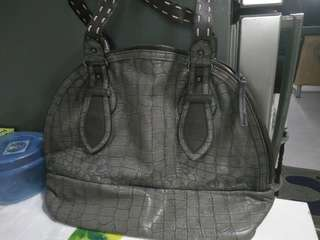 semi dome shoulder bag big compattment $25
