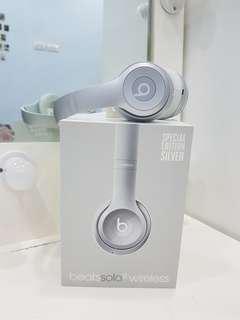 APPLE BEATS by Dr. Dre Solo 2 Wireless On-Ear Headphone