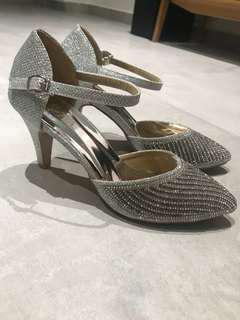 🚚 BN Sparkly occasion shoes