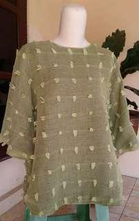 Atasan blouse serat warna hijau pupus