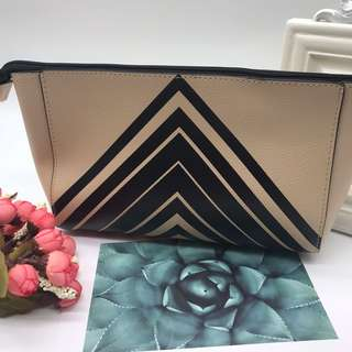 全新ESTEE LAUDER 卡其色菱形圖拉鍊袋 ESTEE LAUDER Khaki black diamond zip bag