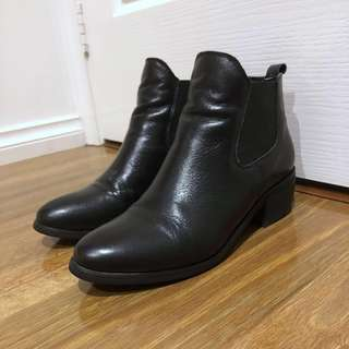 (US7-7.5) Leather Black Heeled Boots