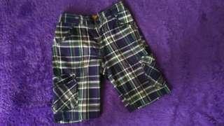 Celana pendek motif kotak2 (5-6 year)