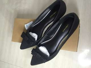 Black flatshoes by urban&co