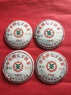 普洱茶餅: 4 餅2011 年中茶牌 7541 生茶餅;如相片所示